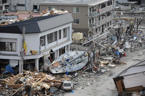 US_Navy_110315-N-2653B-118_A_fishing_boat_is_among_debris_in_Ofunato,_Japan,_following_a_9.0_magnitude_earthquake_and_subsequent_tsunami.jpg